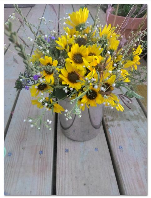 country-wild-flower-arrangement