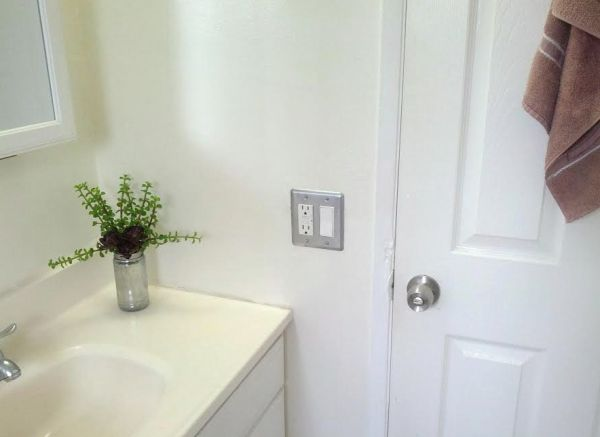 spray-painted-switch-plate