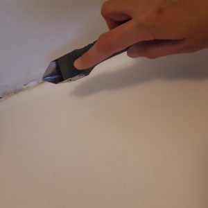 Removing bathroom caulk- This isn't the most exciting job, but it definitely must be done if you've got old, cracked caulk. Follow along to remove yours easily and get ready to renovate!